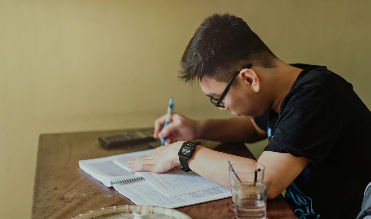 美國大學繼續Test-Optional,11年級學生該不該考SAT/ACT?