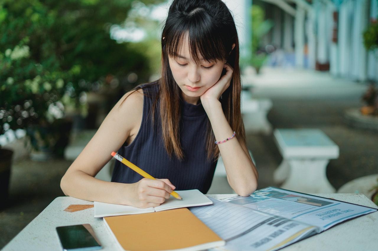申請美國大學經驗談》申請論文不談個人成就,描寫與他人互動的獲得,助她錄取賓州大學!